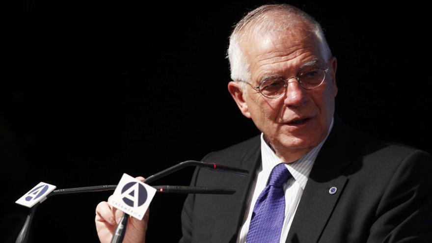 "Moncloa respalda ""absolutamente"" al ministro"