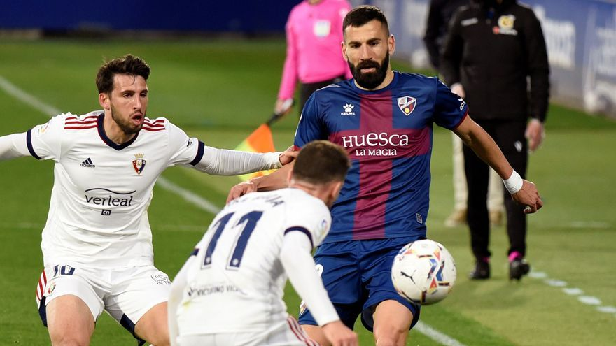 El Osasuna araña un punto y complica más la permanencia del Huesca