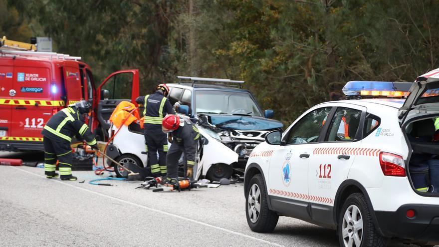 Muere el conductor de un vehículo sin carné en A Cañiza
