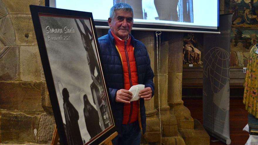 """Modesto Viejo, autor del cartel de la Semana Santa de Benavente: """"El Calvario es uno de los pasos que más me emociona"""""""
