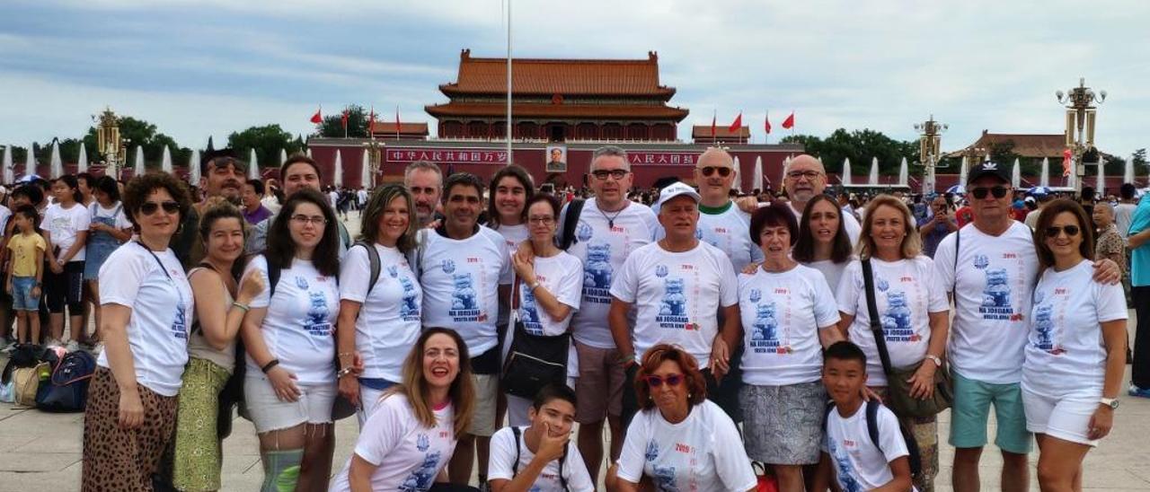 Los falleros de Na Jordana, en la plaza más importante de Pekín.