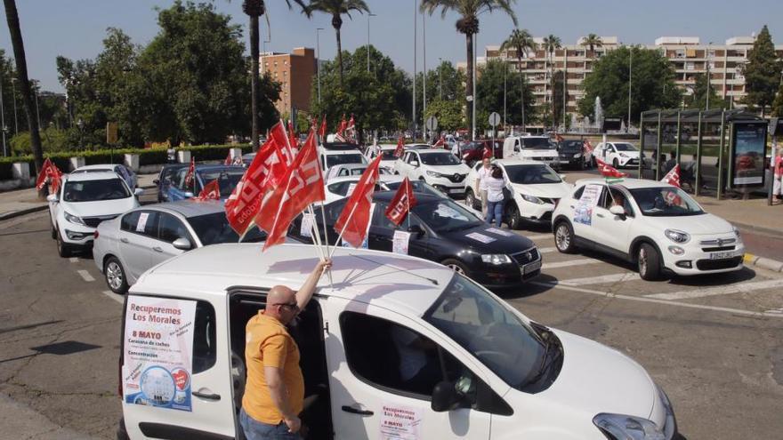 """Caravana de coches de CCOO para denunciar el """"abandono"""" de Los Morales"""