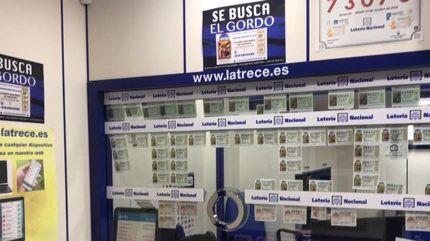 Un lotero de Almería esconde diez décimos por el barrio para animar las compras