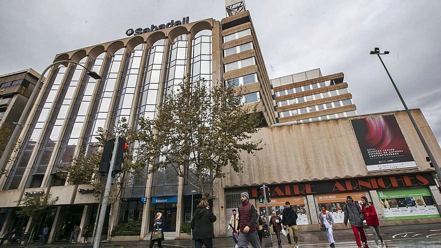 El Sabadell ultima un plan de ajuste que afectará hasta a 2.000 empleados en España