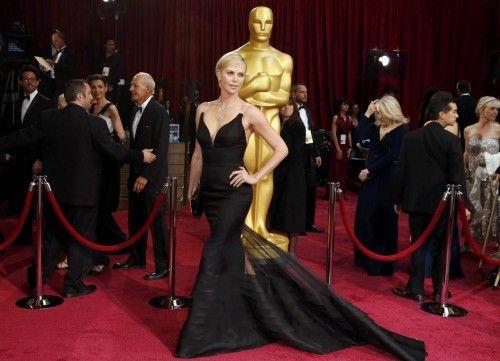 Charlize Theron en la alfombra roja.