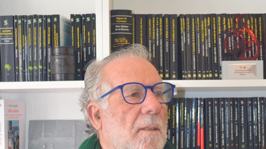 """Luciano García Lorenzo, escritor y miembro del CSIC: """"La educación y la ciencia son las únicas soluciones para salvar al ser humano"""""""