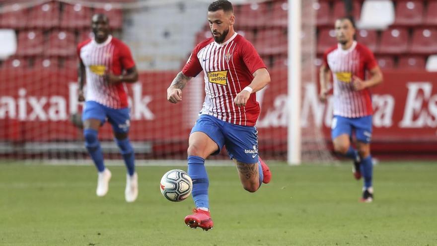 El Sporting negocia la cesión de Álvaro Vázquez al Sabadell para abrir la puerta a la llegada de otro delantero