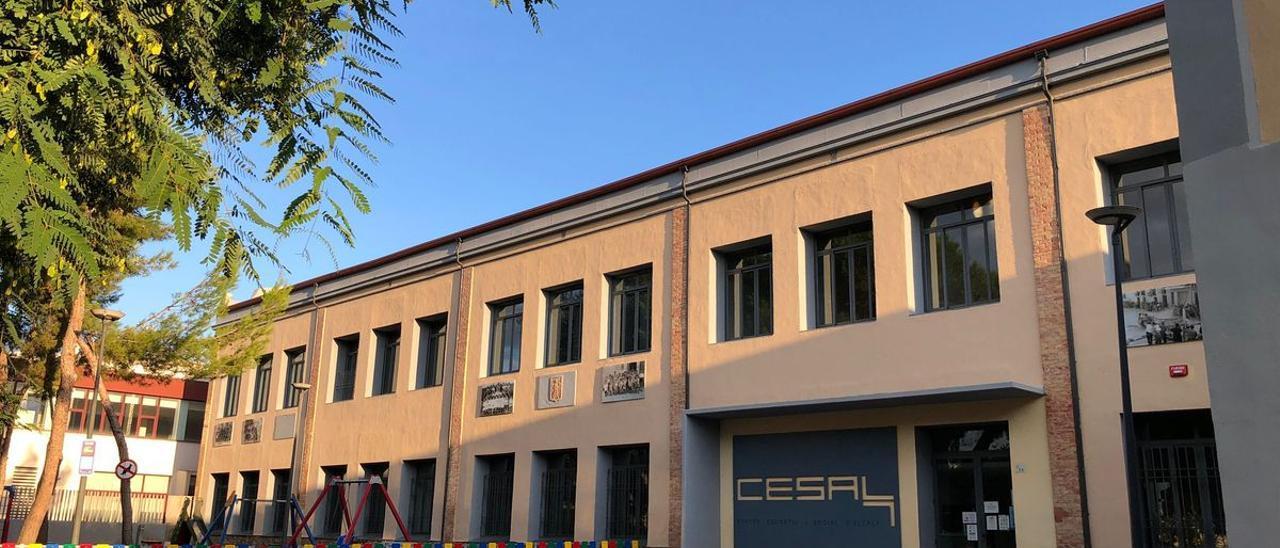 El edificio municipal Cesal de Alcalà albergará la instalación de placas solares fotovoltaicas en la cubierta.