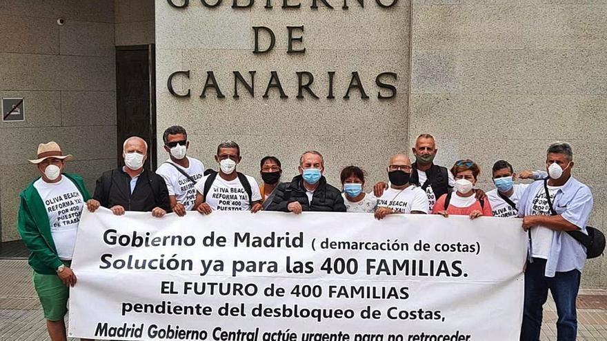 Los trabajadores del Oliva Beach acusan al presidente canario de abandonarlos