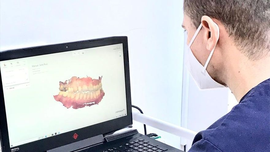 AN Dental dispone de una cámara intraoral para digitalizar la boca del paciente