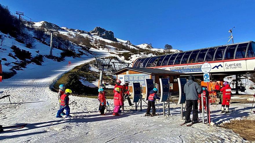 Los empresarios reclaman ampliar al menos dos semanas la temporada de esquí