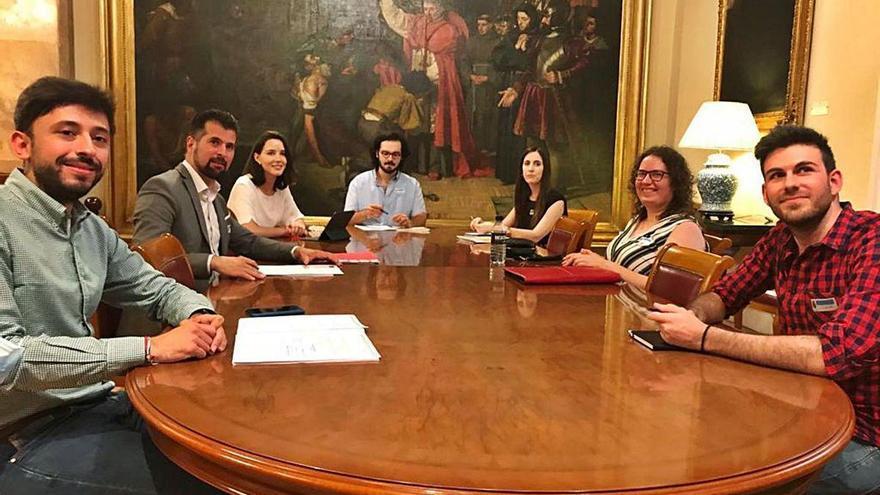 Tudanca y Jóvenes de Castilla y León coinciden en medidas para los emigrados