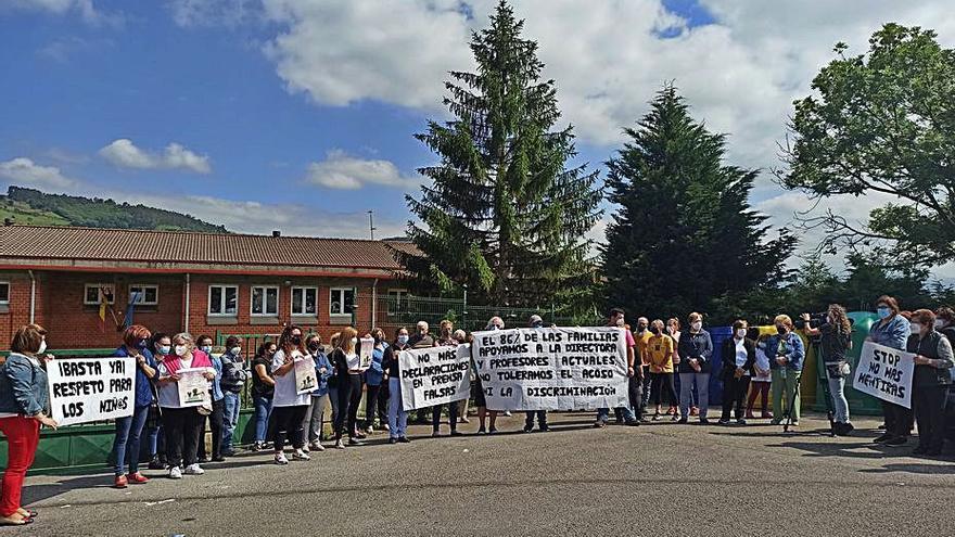 La mayoría de las familias apoya la gestión del colegio de Candamo