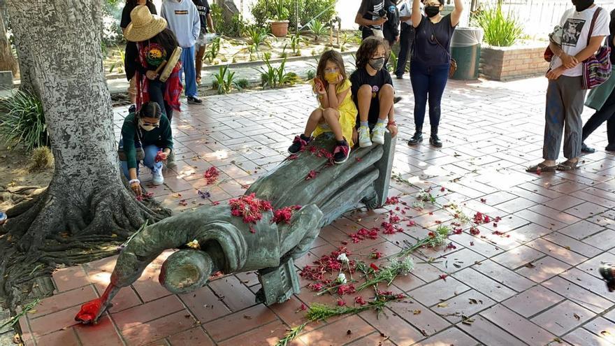 Derriban otra estatua de Junípero Serra en Los Angeles