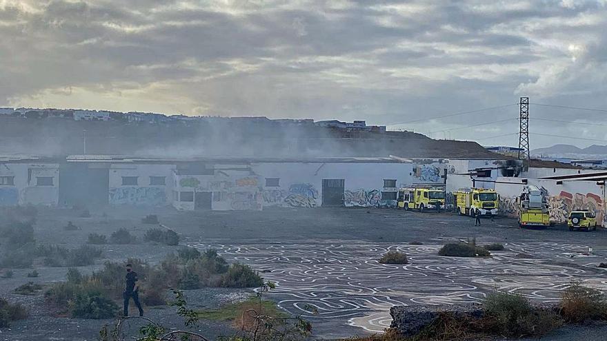 Tres niños provocaron el incendio en una nave abandonada de Telde