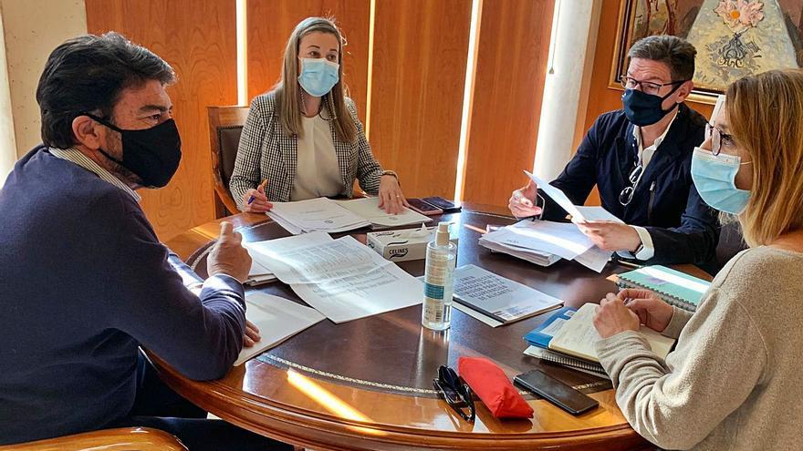 Más control del PP en el bipartito: sus concejales gestionarán 9,28 de cada 10 euros del Presupuesto de Alicante