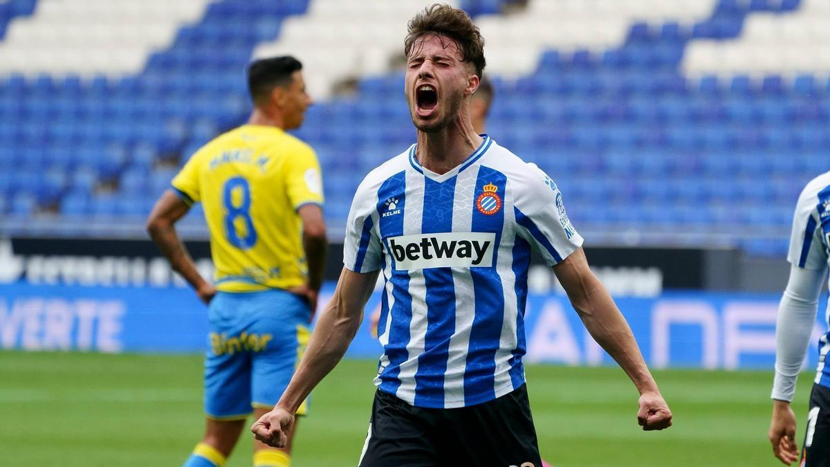 Puado celebra uno de sus tres goles con el Espanyol.
