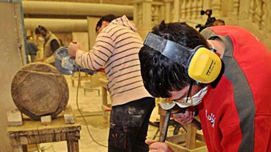 La Escola de Cantería de Poio podrá expedir certificados de profesionalidad