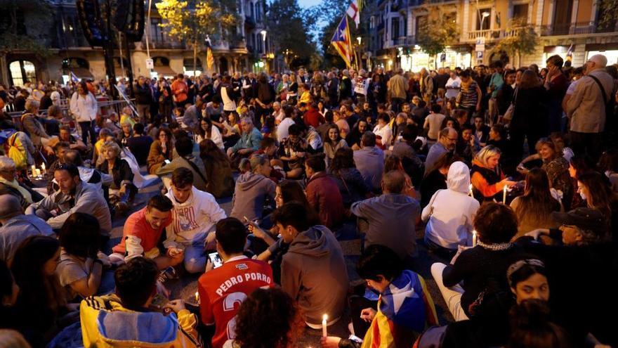 Cargas policiales en la protesta frente a la Delegación del Gobierno en Barcelona
