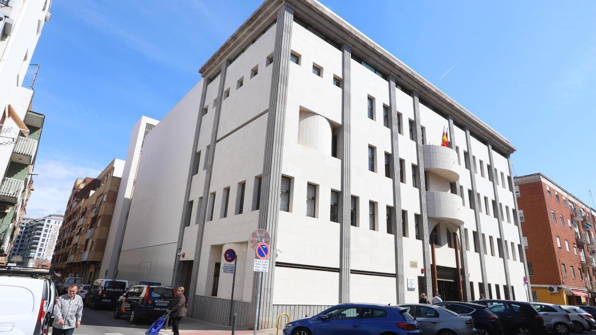 Condenado a 4 años de cárcel y a pagar casi 60.000 euros por una estafa con móviles