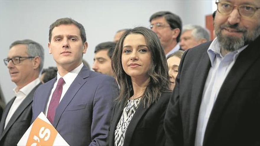 Rivera blinda su núcleo duro y amplía la ejecutiva de Ciudadanos