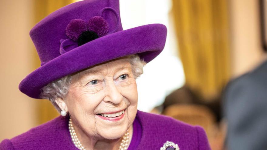 """La reina Isabel II: """"El coronavirus no nos vencerá"""""""