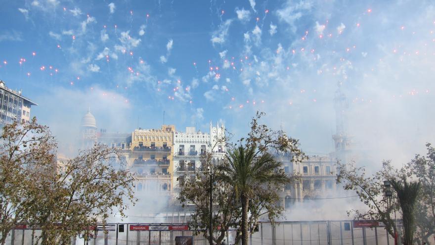 Un desfile y flores por la ciudad para celebrar el cuarto año de las Fallas UNESCO