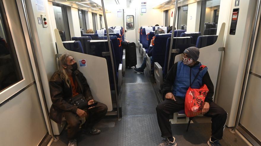 Los alumnos de la UJI se movilizan para aumentar los trenes de Castelló a Vinaròs