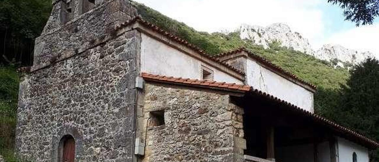 Exterior de la iglesia de San Vicente de Trescares.
