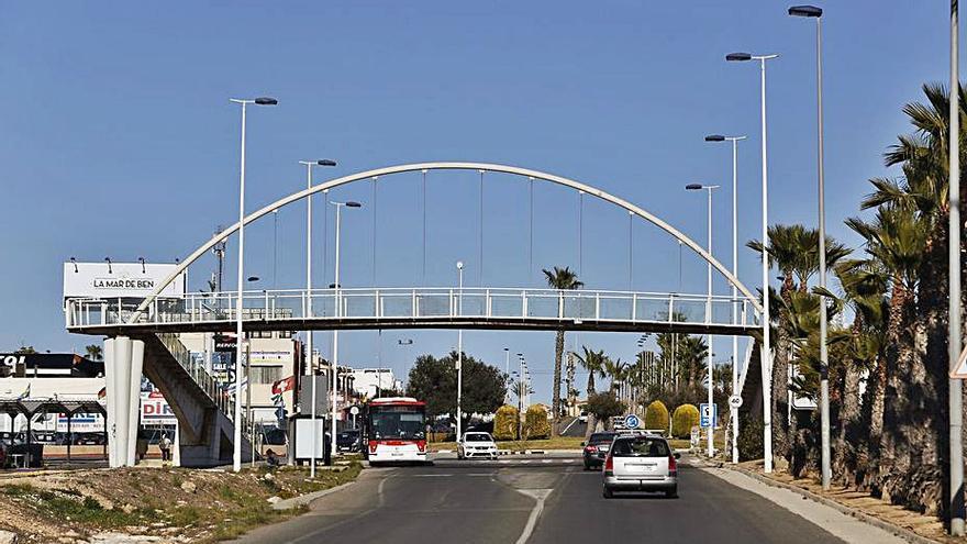 Torrevieja invertirá 67.000 euros en reparar dos puentes peatonales