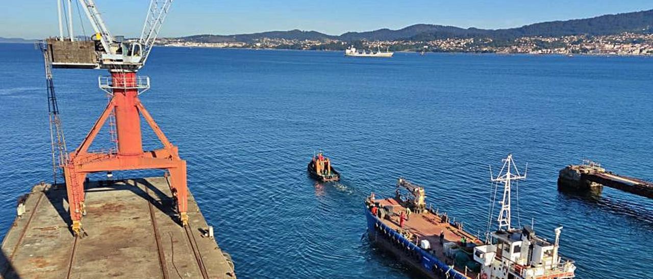 "El ""Fenix Vigo"", saliendo de la antigua Vulcano .    // CEDIDA"
