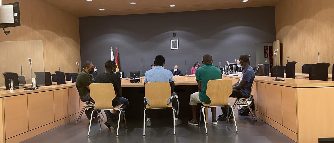Los patrones de la patera acompañados de dos traductores este martes durante el juicio en su contra