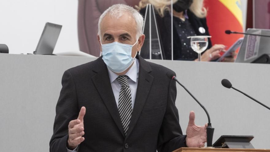 """Martínez Baños: """"El Gobierno regional se ríe de las instituciones con la dimisión en diferido de Celdrán"""""""