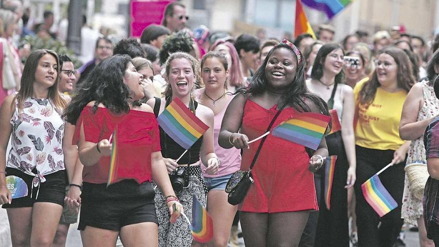 Mehr als tausend Teilnehmer bei Gaypride-Umzug in Palma de Mallorca