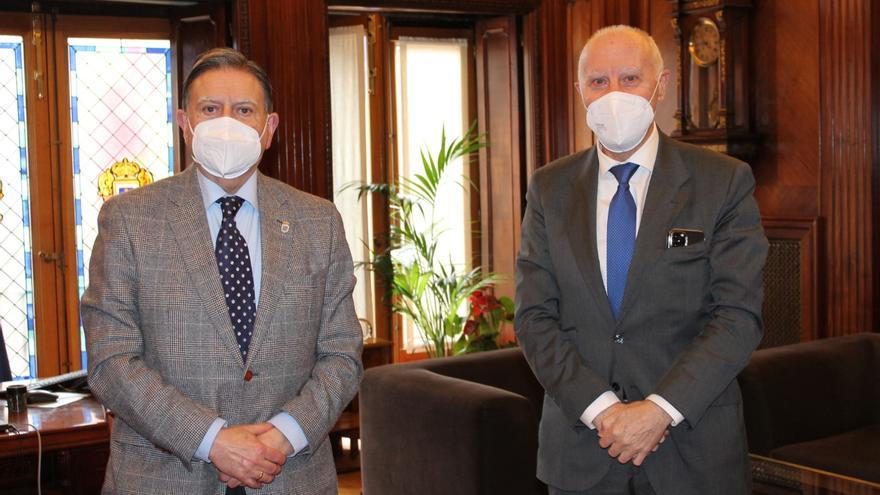 Canteli traslada a Faustino Blanco su intención de potenciar la colaboración de Oviedo con la FINBA