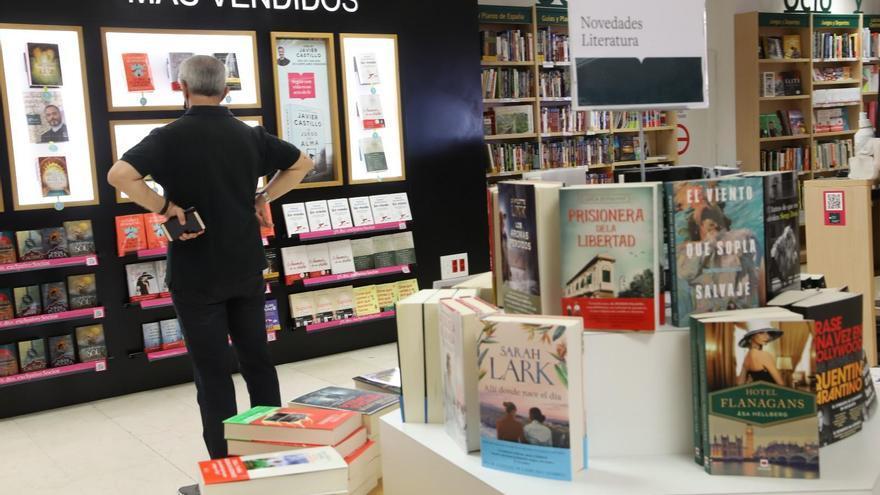 La novela de ficción marca tendencia en las lecturas estivales de los cordobeses