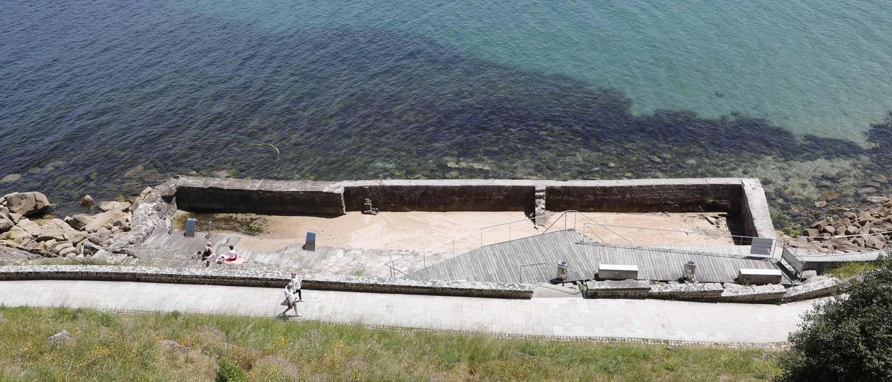 El único talaso al aire libre y gratuito de Galicia tampoco funcionará este verano. // Pablo Hernández Gamarra