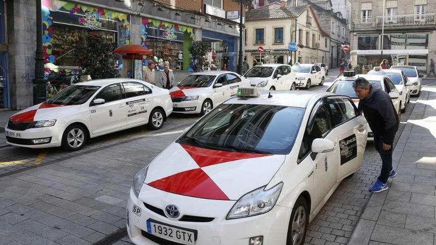 """Los taxistas advierten de los descuentos libres: """"Llevaría a una guerra de precios"""""""