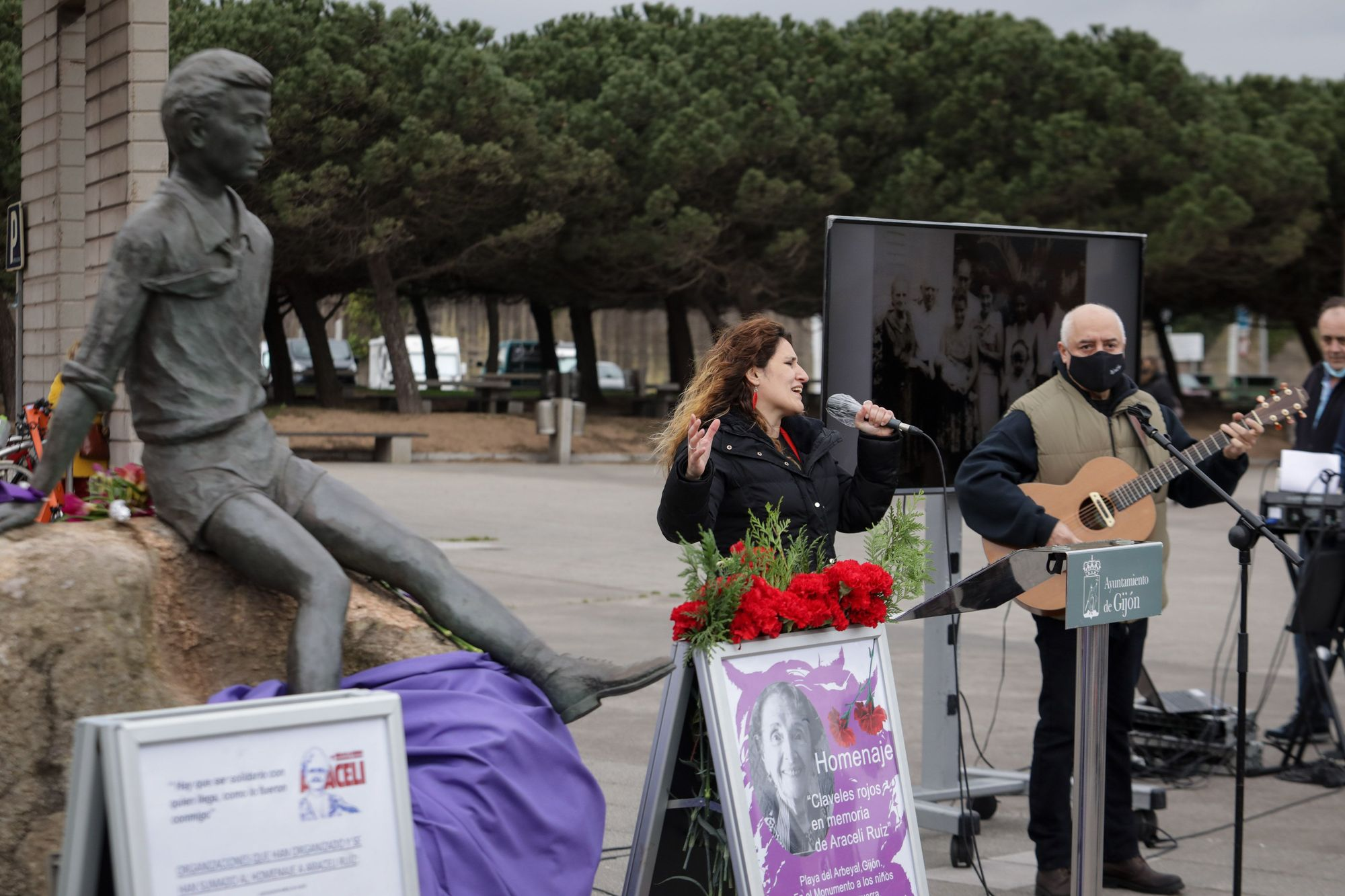 Homenaje en El Arbeyal a Araceli Ruiz, ni�a de la guerra (14).jpg