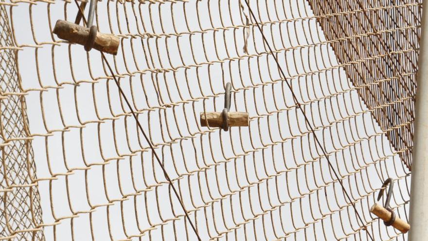 Unos 150 migrantes intentan saltar la valla de Melilla y 87 lo consiguen