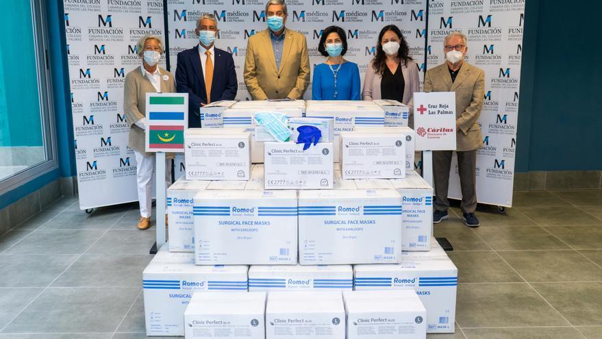 El Colegio de Médicos de Las Palmas dona 60.000 mascarillas y 20.000 guantes a cuatro ONG