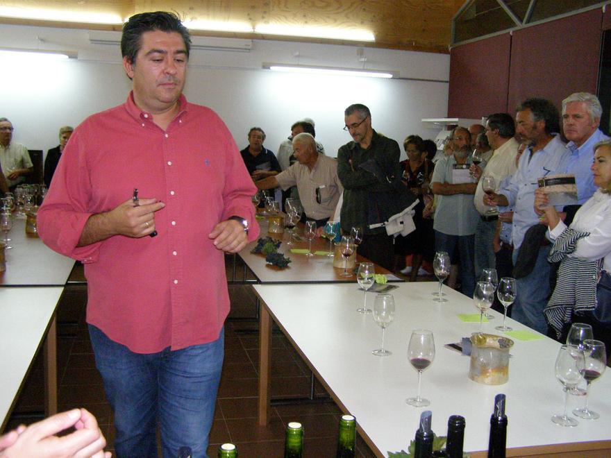 Carlos Capilla, director técnico de la DO Arribes, en una cata. | J. S.