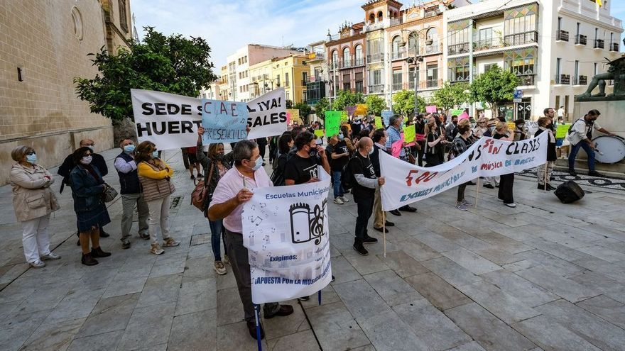 Barrios y escuelas de música claman contra el Ayuntamiento de Badajoz