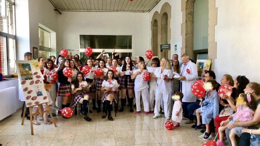Globos y besos solidarios para celebrar el Día del Niño Hospitalizado