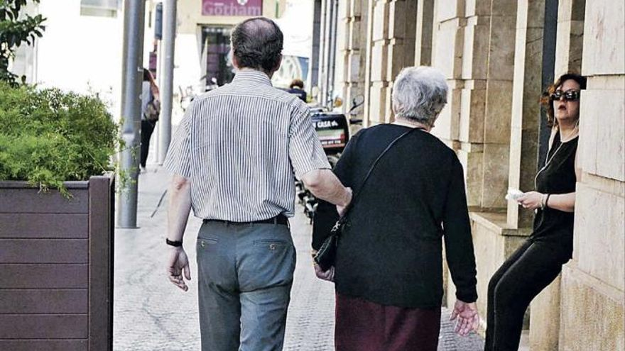 El Govern rectifica y no pagará los fármacos a los jubilados que perciben más de cien mil euros anuales