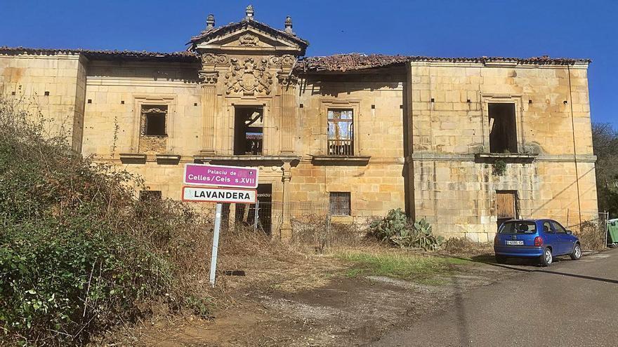 Los vecinos urgen una intervención para reparar los daños en el palacio de Celles