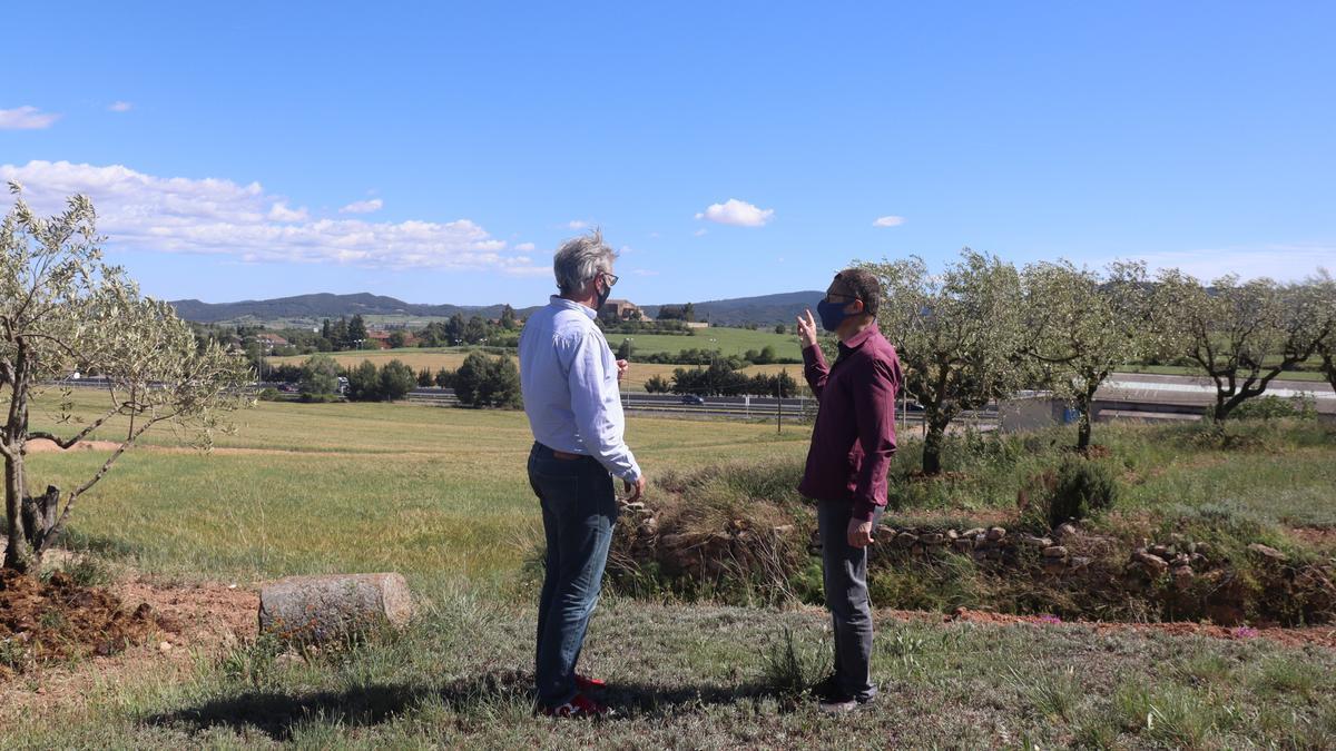 Integrants de la plataforma Jorba Reflexiona a la zona on es projecta nou sòl industrial