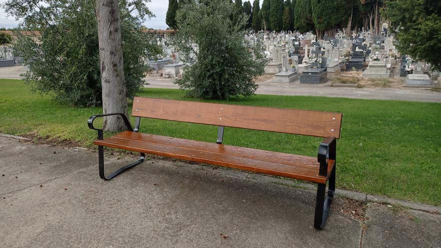 El cementerio San Atilano de Zamora renueva todos sus bancos