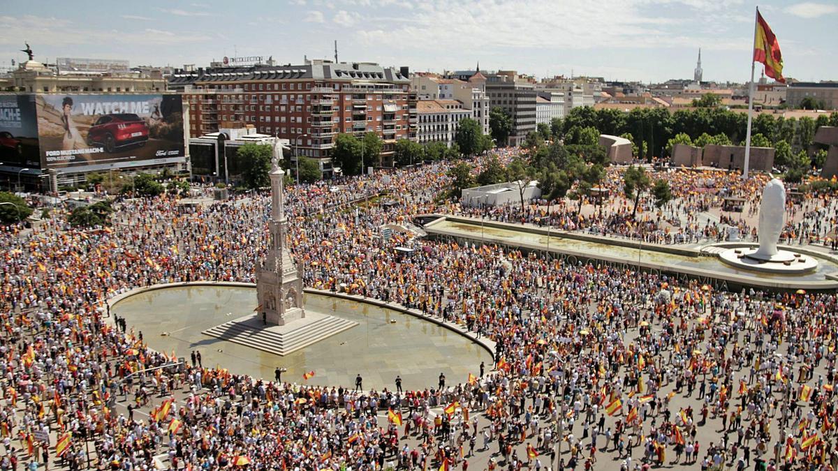 Unes 25.000 persones es van concentrar ahir a la plaça de Colón de Madrid | REUTERS