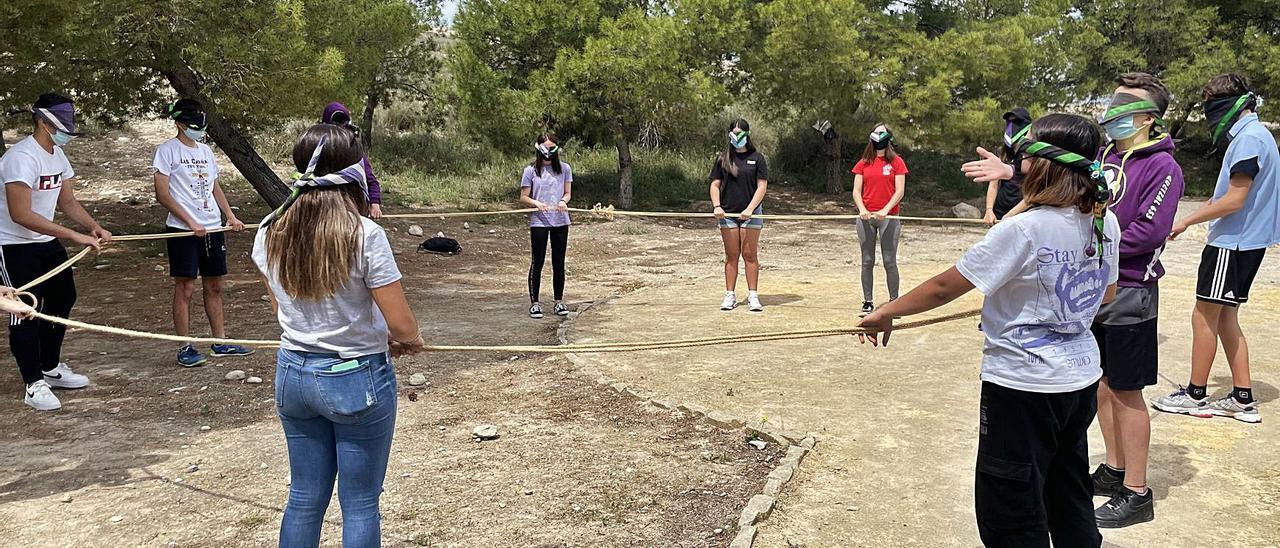 Un grupo de scouts realiza actividades al aire libre para cumplir con la normativa.  | INFORMACIÓN